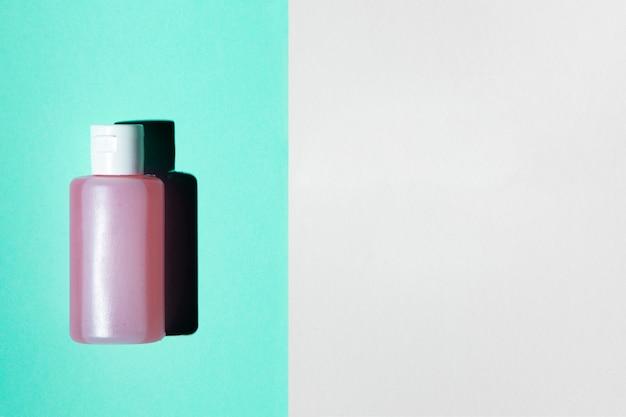 Płaskie ukształtowanie butelki acetonu z miejsca na kopię