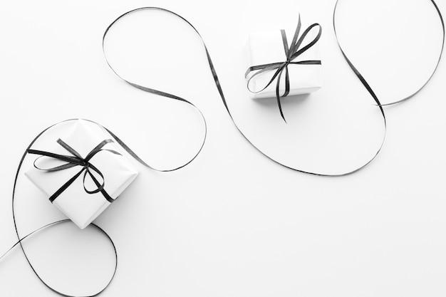 Płaskie ukształtowanie eleganckich prezentów