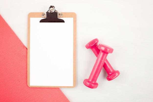 Płaskie ukształtowanie hantli, sprzętu sportowego i fitness