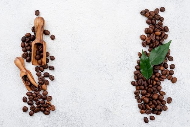 Płaskie ukształtowanie koncepcji kawy z kopia miejsce