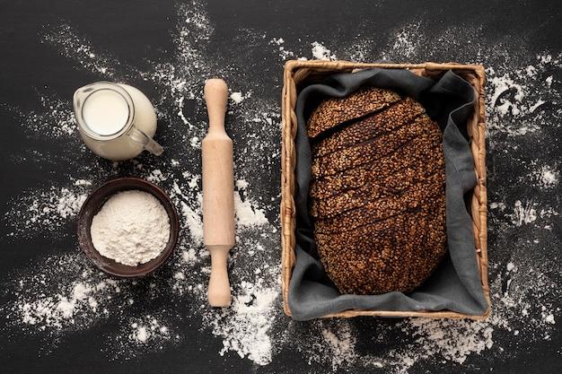 Płaskie ukształtowanie koncepcji pysznego chleba