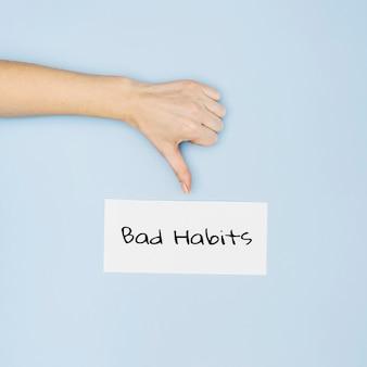 Płaskie ukształtowanie koncepcji złych nawyków