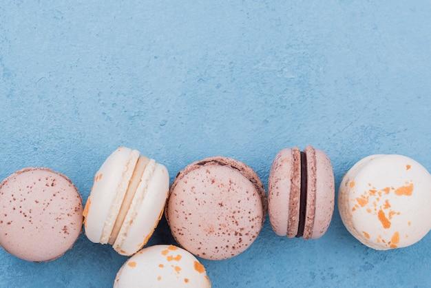 Płaskie ukształtowanie macarons z miejsca kopiowania