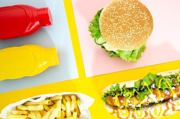Płaskie ukształtowanie menu fast food z hot-dogiem
