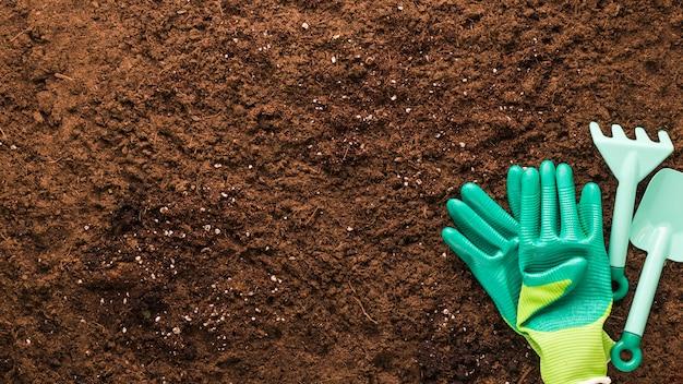 Płaskie ukształtowanie narzędzi ogrodniczych z copyspace