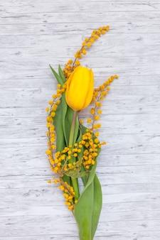 Płaskie ukształtowanie pięknych kwiatów