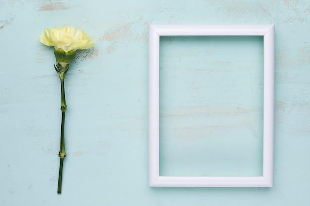 Płaskie ukształtowanie ramy z koncepcją kwiatową