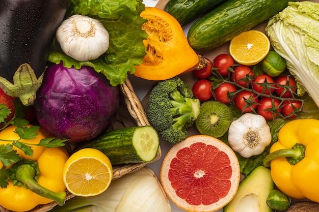 Płaskie ułożenie asortymentu świeżych warzyw