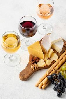 Płaskie wino leżące przygotowane do degustacji