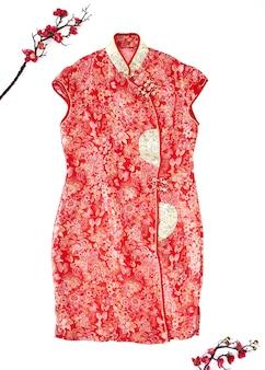Płasko świecąca chińska tradycyjna sukienka z kwiatami dekorującymi projekt nowy rok 2020 na białym tle