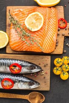 Płasko ułożone smaczne zestawienie ryb
