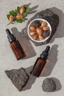 Płasko ułożony produkt pielęgnacyjny z olejkiem arganowym