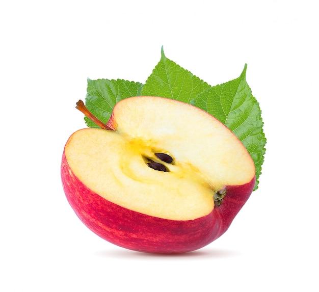 Plasterek czerwonych jabłek owoc (cięcie) na białym tle