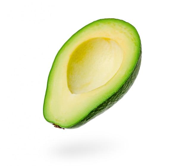 Plasterek dojrzały avocado odizolowywający na bielu.
