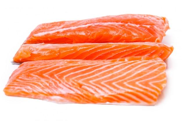 Plasterek surowego łososia