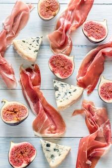 Plasterki jamon z serem pleśniowym i figami