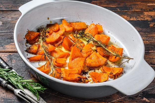 Plasterki pieczonej dyni pomarańczowej z miodem i cynamonem