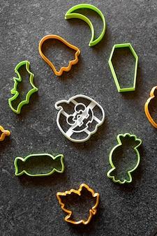 Plastikowa foremka do ciastek halloween dynia candy cane duch nietoperz trumny na czarnym tle