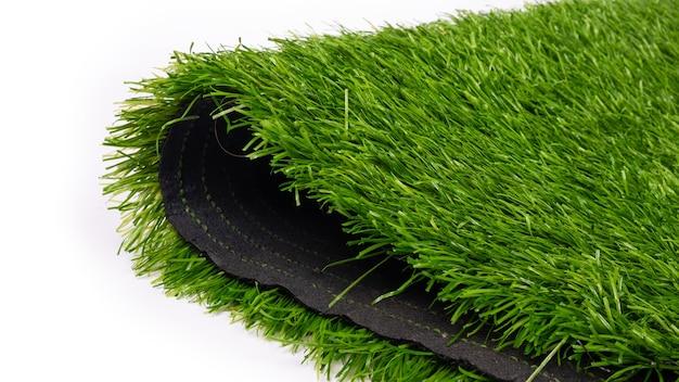 Plastikowa trawa, sztuczna murawa na boiska sportowe z bliska.