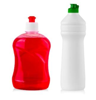 Plastikowe butelki z płynnym detergentem do prania, środkiem czyszczącym, wybielaczem lub zmiękczaczem do tkanin.