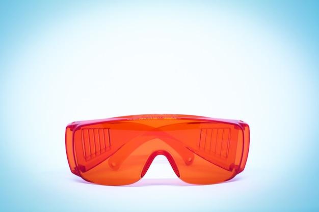 Plastikowe czerwone wodoodporne okulary dla tła lub tekstury.
