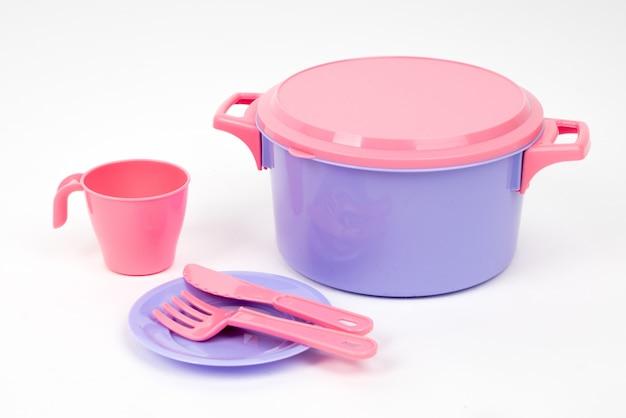 Plastikowe naczynia dla dzieci w kolorze różowo-liliowym