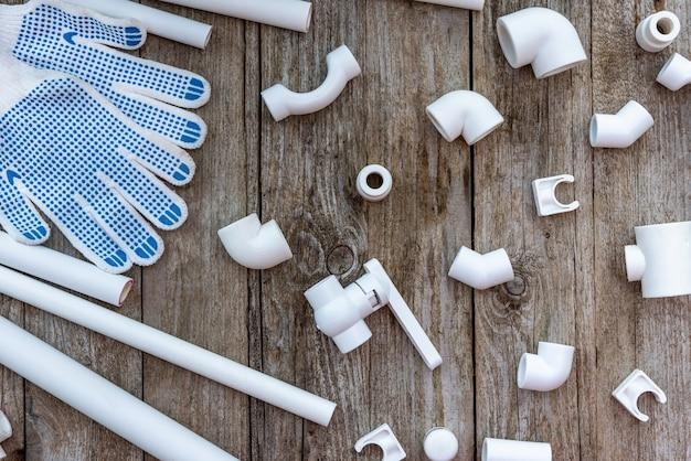 Plastikowe rury do instalacji wodnej.