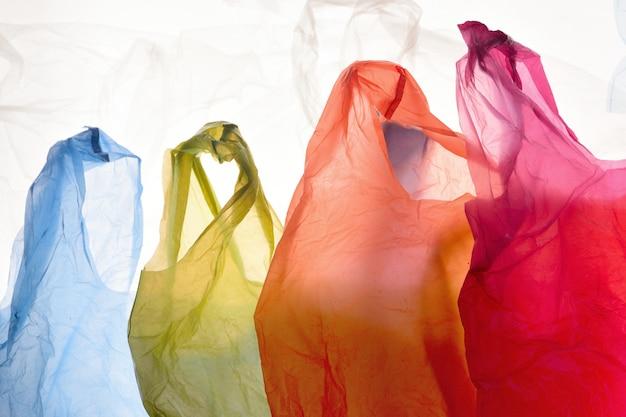 Plastikowe torby używane i przezroczyste kolory