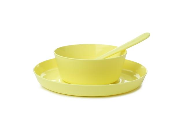 Plastikowy talerz z miską z łyżką na białym tle