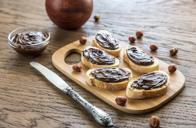 Plastry bagietki z kremem czekoladowym