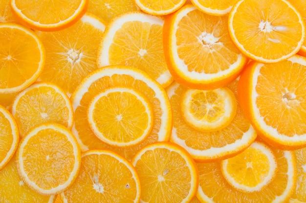 Plastry dojrzałej pomarańczy pocięte pierścieniami