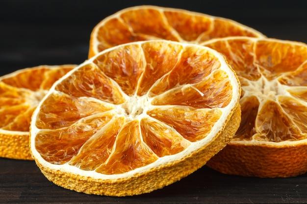 Plastry suszonej pomarańczy