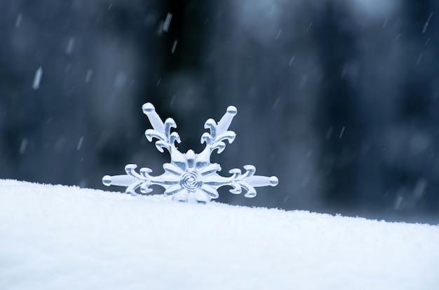 Płatek śniegu w tle