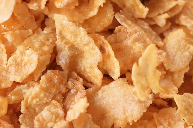 Płatki kukurydziane z lukrem cukrowym na śniadanie z bliska