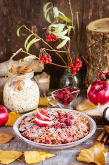 Płatki owsiane zapiekane z jabłkiem i cynamonem