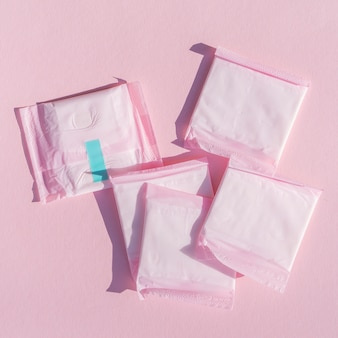 Płatki z różowego plastiku do pakowania