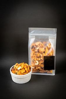 Płatki zbożowe (orzechy nerkowca, migdały, pestki dyni i słonecznik), zdrowa żywność wieloziarnista