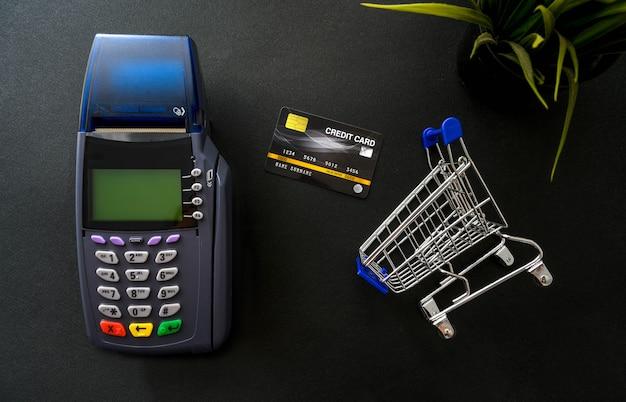 Płatność kartą kredytową, kupuj i sprzedawaj produkty i koncepcja usług