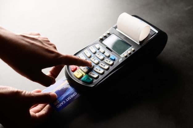 Płatność kartą kredytową, kupuj i sprzedawaj produkty i usługi