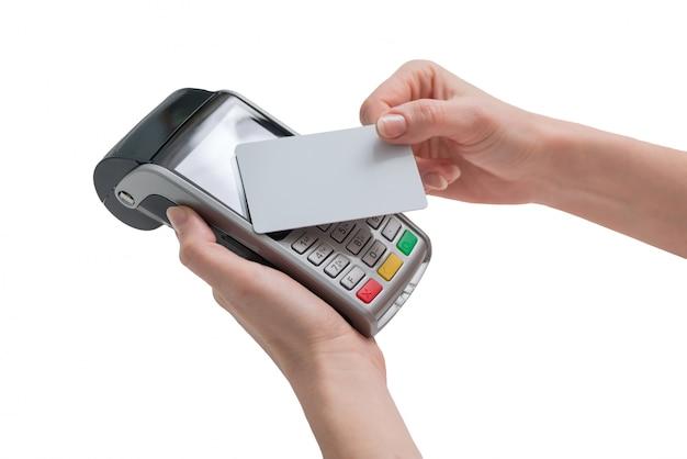 Płatność kartą zbliżeniową przez terminal pos