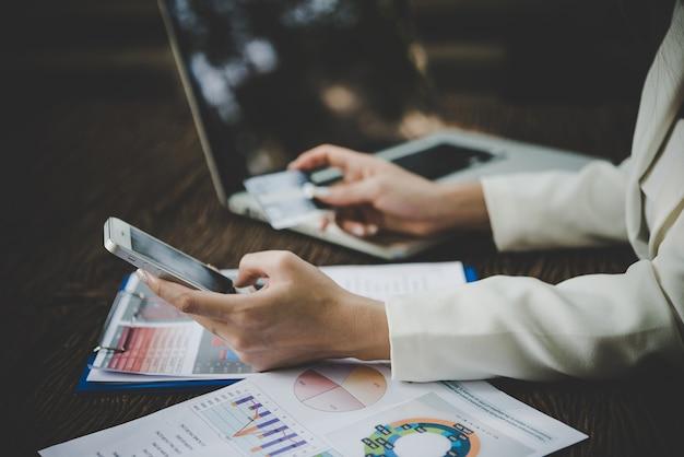 Płatności handel handel lifestyle laptop