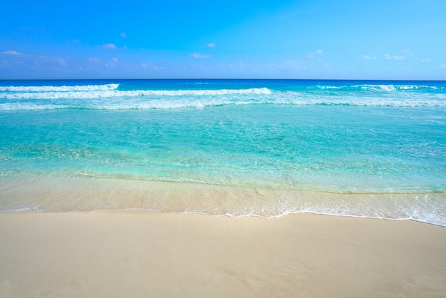 Playa marlin w cancun beach w meksyku