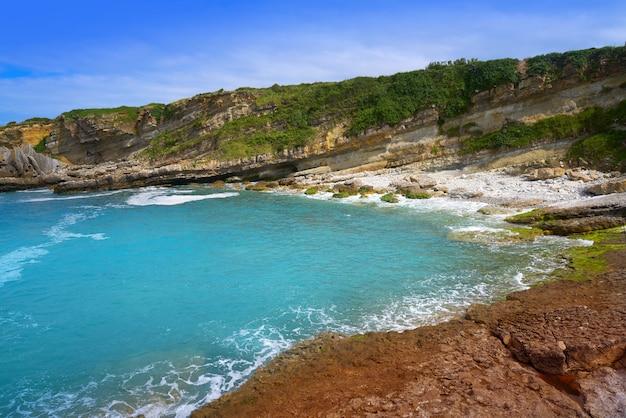 Plaża antromero z kamieni szklanych cristales asturias