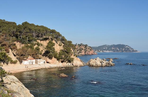 Plaża cala el crit w mont-ras, costa brava, prowincja girona, katalonia, hiszpania