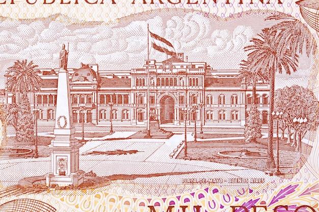 Plaza de mayo w buenos aires z argentyńskich pieniędzy