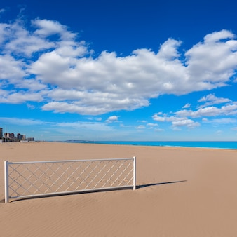 Plaża gandia w walencji śródziemnomorska hiszpania