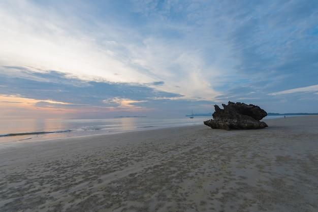 Plaża i światło wieczorem