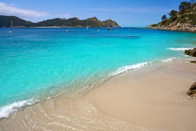 Plaża nosa senora w wyspach islas cies w vigo
