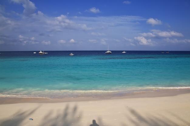 Plaża nungwi na wyspie zanzibar w tanzanii