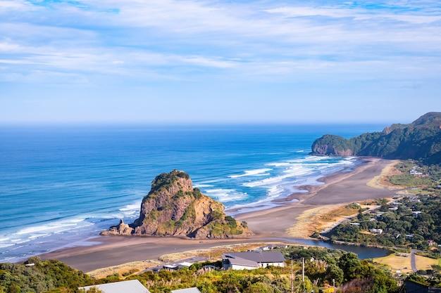 Plaża piha i lwia skała